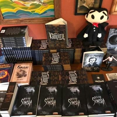 No dia 28/10/2017 ocorreu os lançamentos de dois livros dos quais fiz parte.